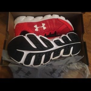 Under Armour Boys tennis shoes size 3.5y